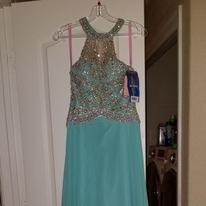 New with Tags size 4 stunning gown